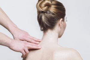 Wizyta u osteopaty – jak przebiega i kiedy się udać?